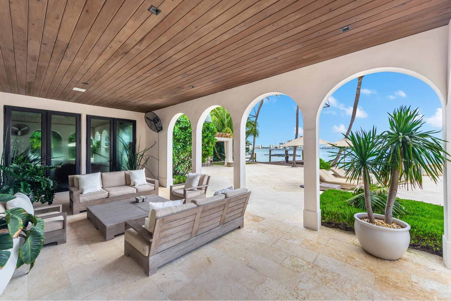 18. Single Family Homes pour l Vente à La Gorce Country Club, Miami Beach, FL 33140