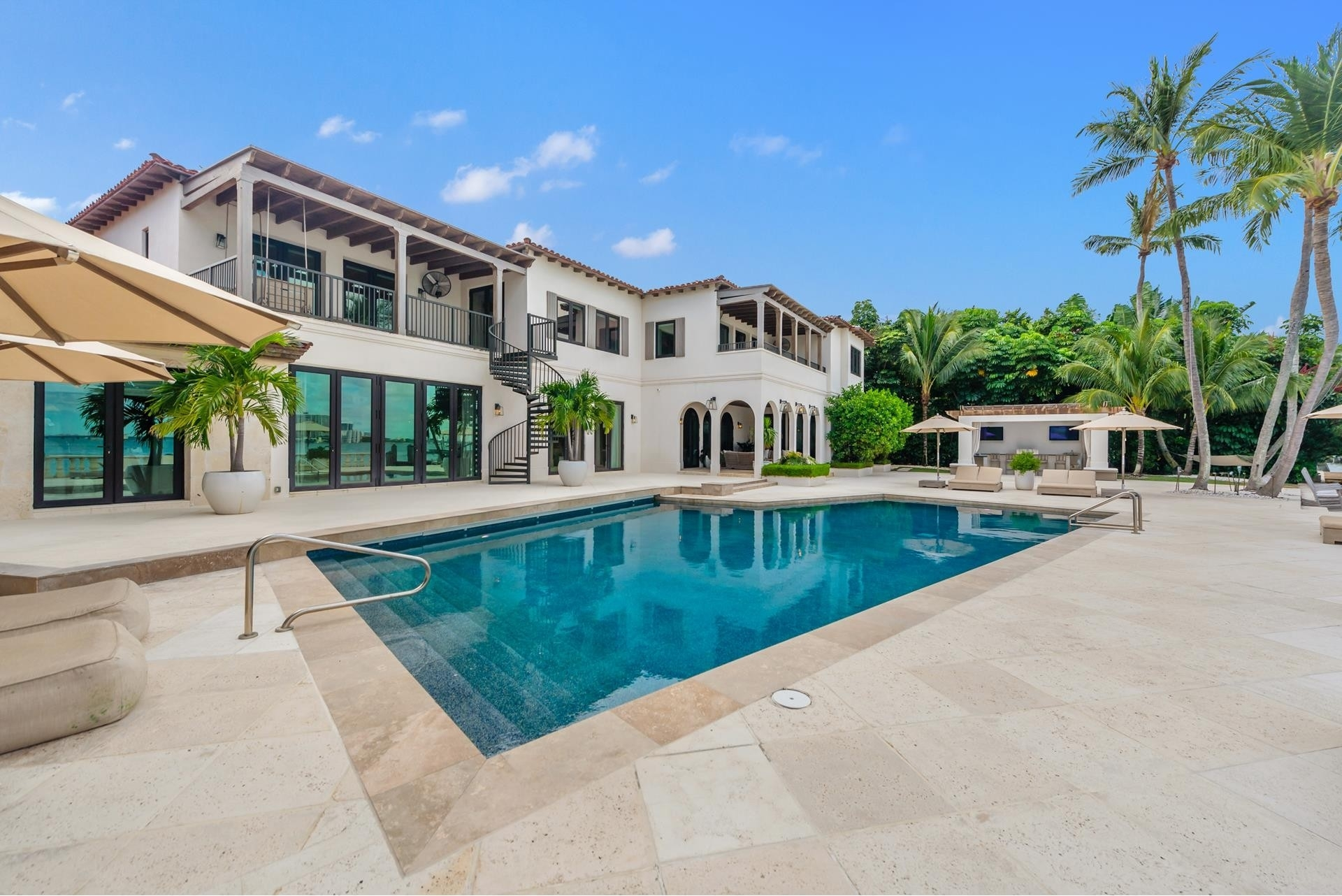 16. Single Family Homes pour l Vente à La Gorce Country Club, Miami Beach, FL 33140