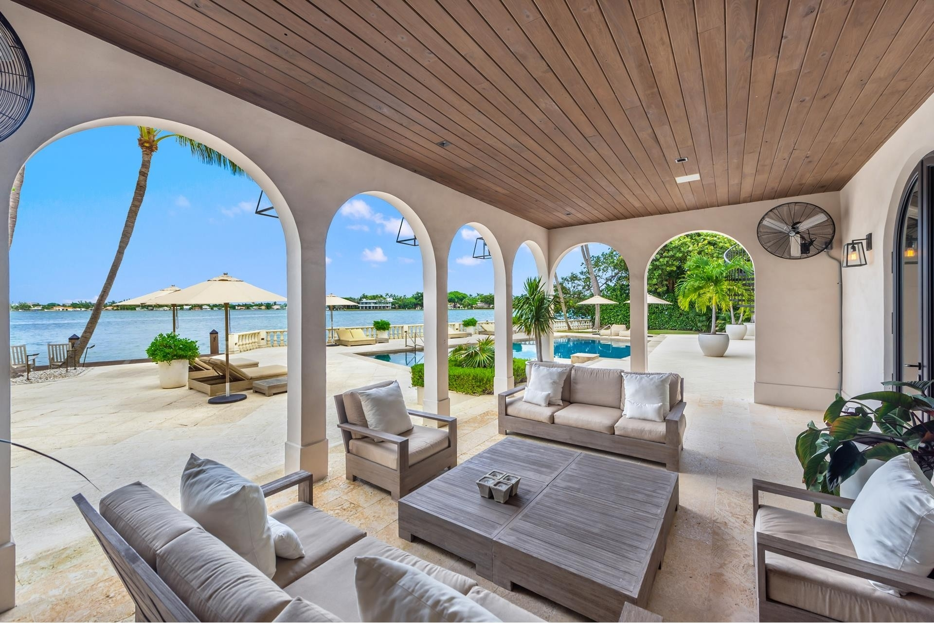 19. Single Family Homes pour l Vente à La Gorce Country Club, Miami Beach, FL 33140