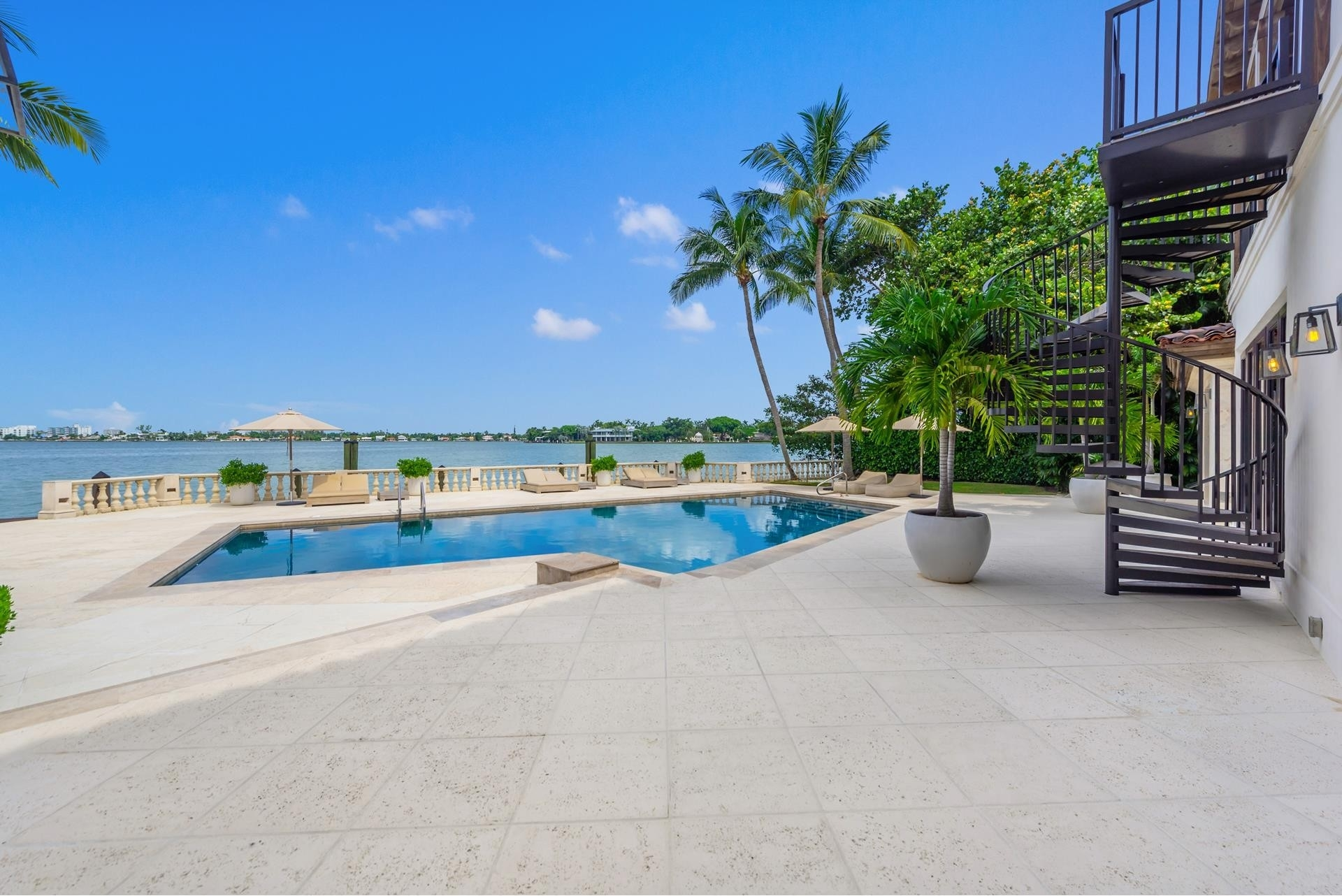 10. Single Family Homes pour l Vente à La Gorce Country Club, Miami Beach, FL 33140