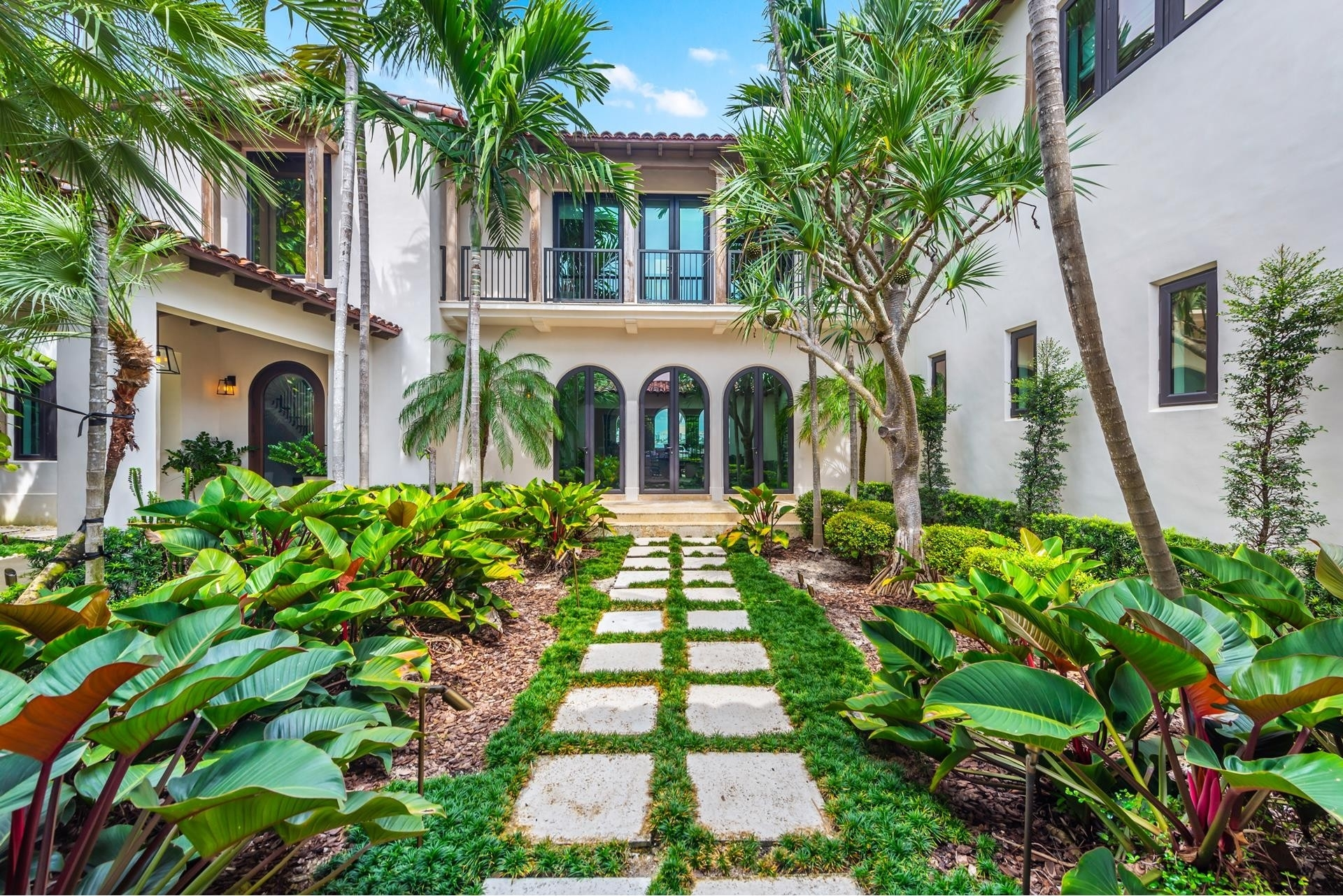 2. Single Family Homes pour l Vente à La Gorce Country Club, Miami Beach, FL 33140