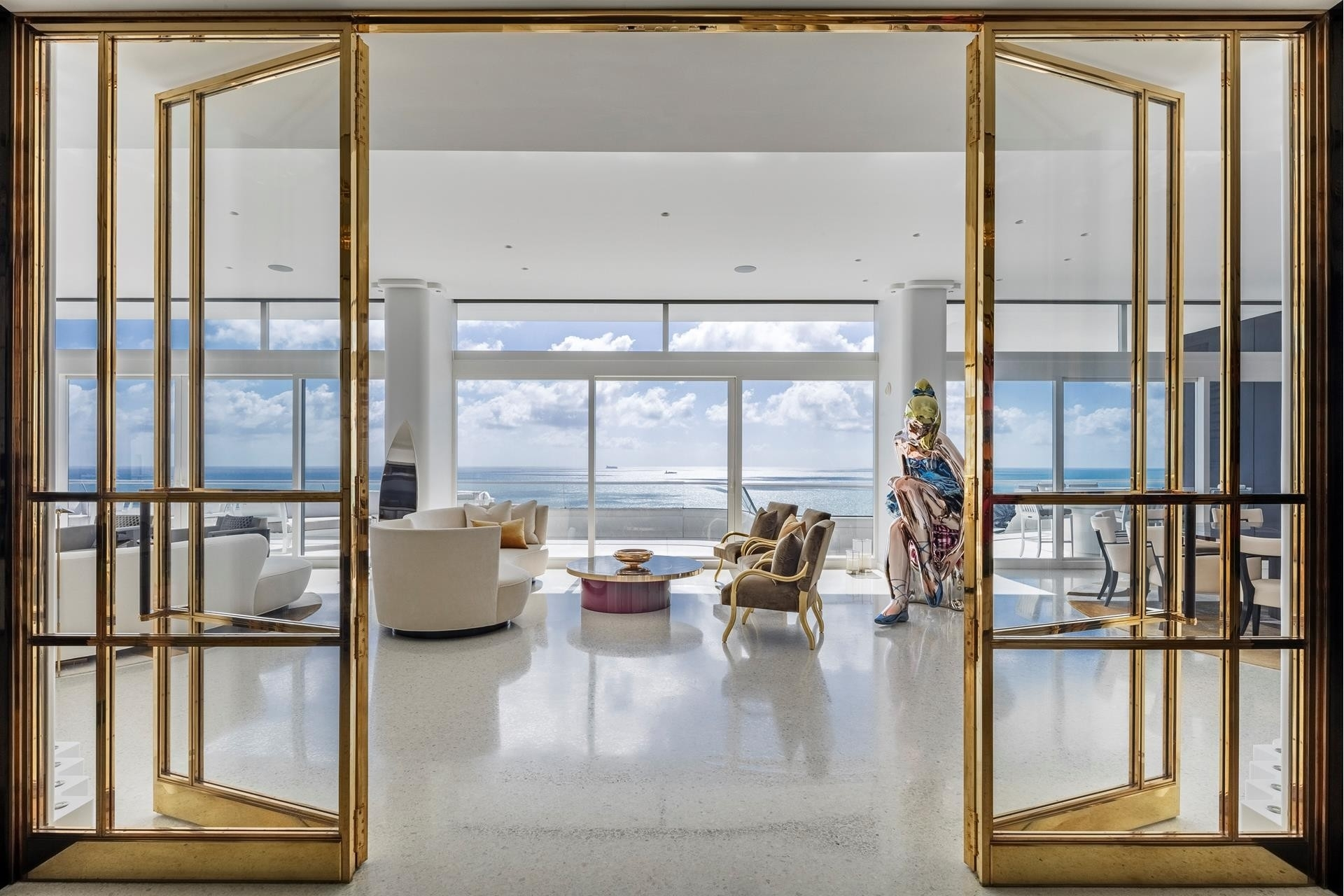 Property 在 3315 Collins Ave , PH-A Ocean Front, Miami Beach, FL 33140