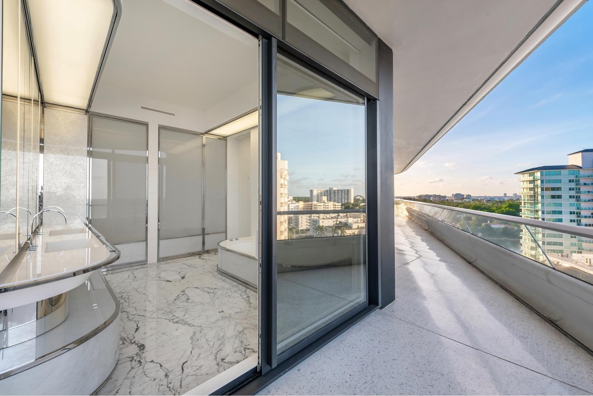 9. Condominiums 為 特賣 在 3315 Collins Ave , 9C Ocean Front, Miami Beach, FL 33140