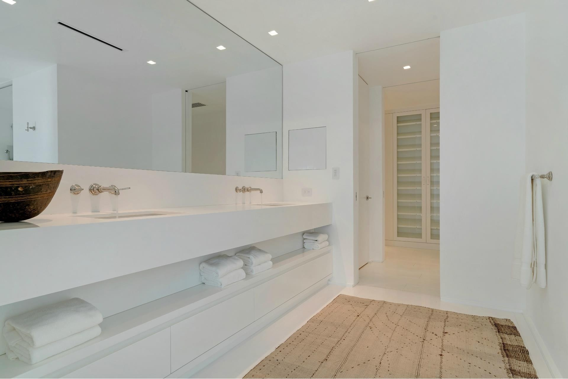 27. Single Family Homes for Sale at SoFi, Miami Beach, FL 33139
