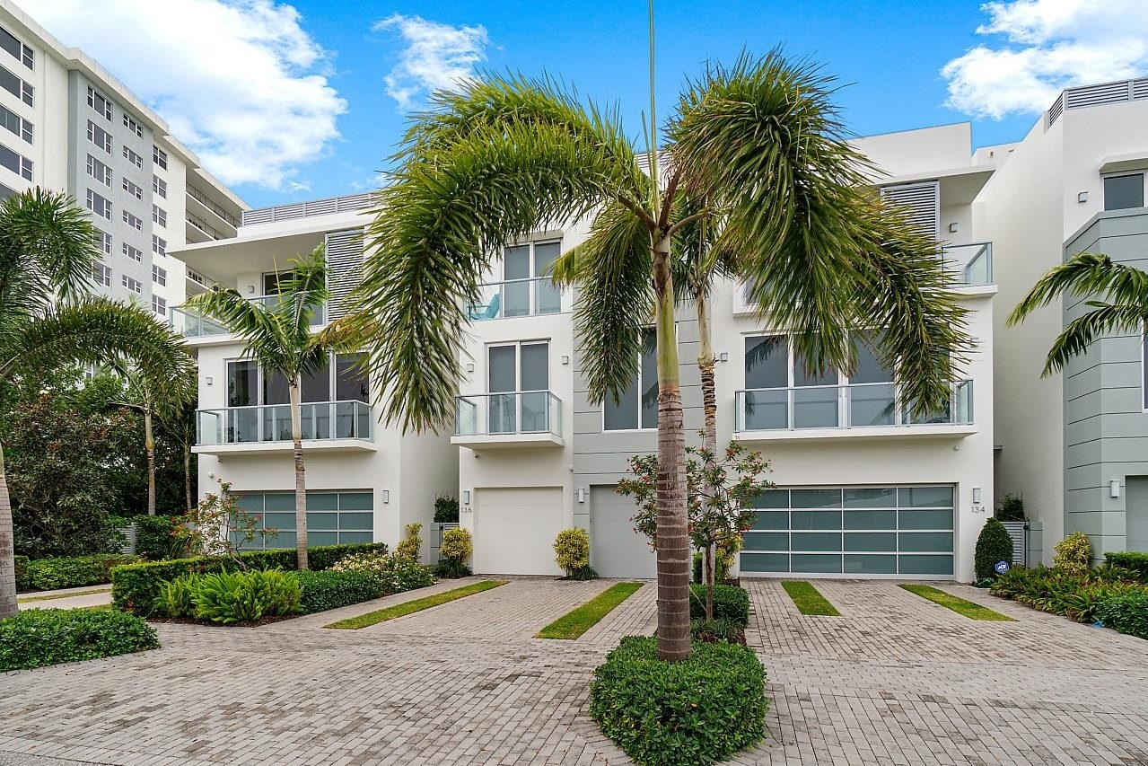 Single Family Townhouse for Sale at Delray Beach Association, Delray Beach, FL 33483