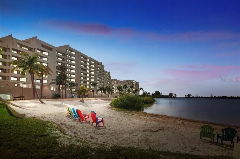 Condominium por un Venta en 6009 SEA RANCH DRIVE, 405 Gulf Island Beach and Tennis Club, Hudson, FL 34667