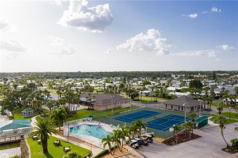 13. Single Family Homes por un Venta en 2100 KINGS HIGHWAY, 445 Maple Leaf Golf and Country Club, Port Charlotte, FL 33980
