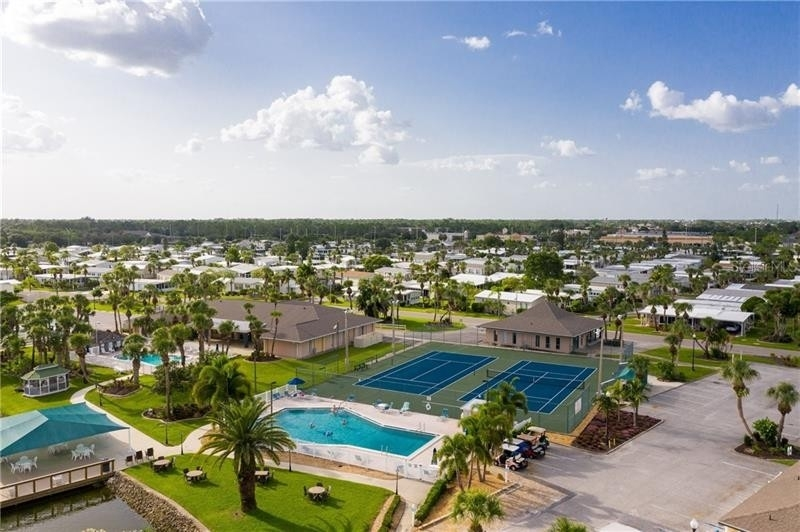 17. Single Family Homes por un Venta en 2100 KINGS HIGHWAY, 445 Maple Leaf Golf and Country Club, Port Charlotte, FL 33980