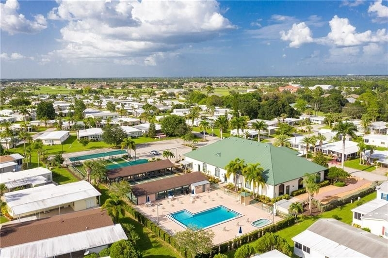 18. Single Family Homes por un Venta en 2100 KINGS HIGHWAY, 445 Maple Leaf Golf and Country Club, Port Charlotte, FL 33980