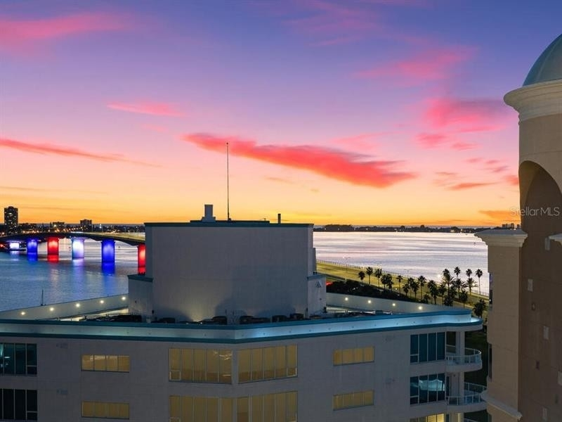 Condominium por un Venta en 128 GOLDEN GATE POINT, 901-1001 Golden Gate Point, Sarasota, FL 34236