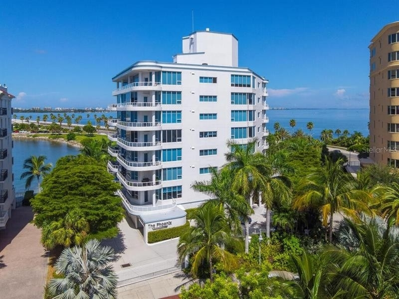Condominium por un Venta en 136 GOLDEN GATE POINT, 101&102 Golden Gate Point, Sarasota, FL 34236