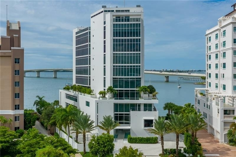 Condominium por un Venta en 280 GOLDEN GATE POINT, PH2 Golden Gate Point, Sarasota, FL 34236