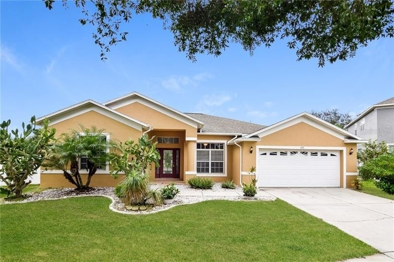 Single Family Home at Valrico, FL 33596