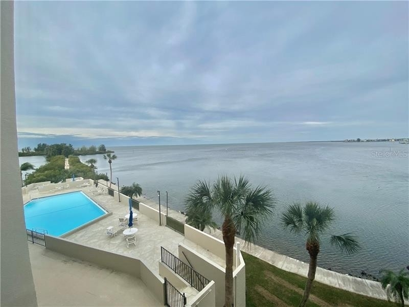 Condominium por un Venta en 6035 SEA RANCH DRIVE, 306 Gulf Island Beach and Tennis Club, Hudson, FL 34667