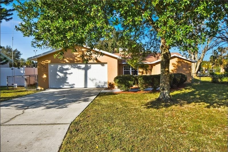 Maison unifamiliale pour l Vente à Crystal Lake North, Lakeland, FL 33801