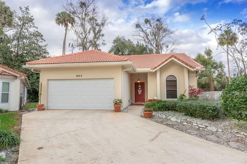 Maison unifamiliale pour l Vente à Highlands, Winter Springs, FL 32708