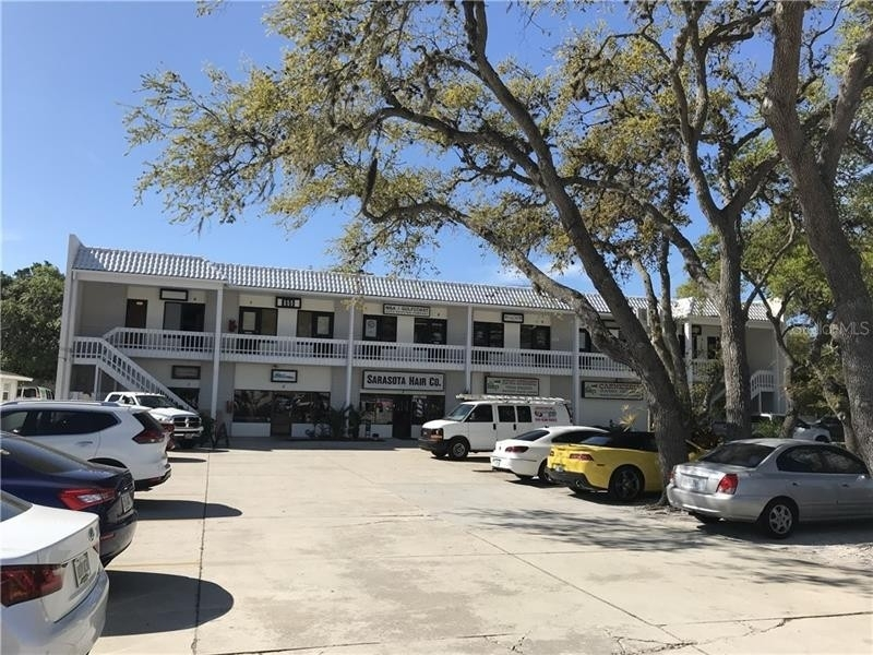 其它 為 特賣 在 2828 CLARK ROAD, 9 Colonial Terrace, Sarasota, FL 34231