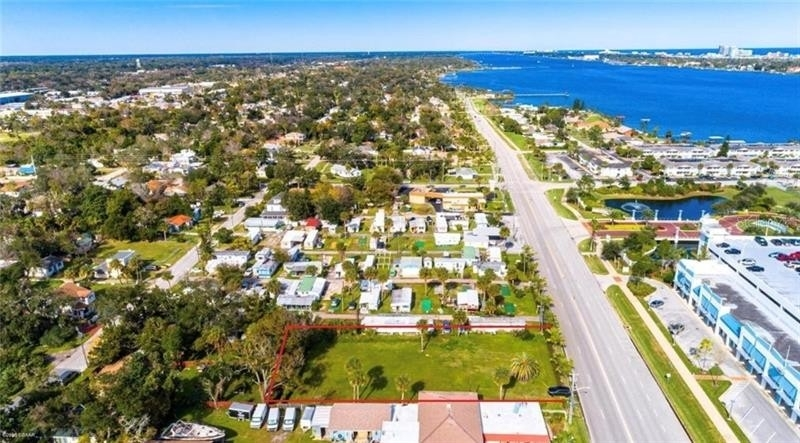 Property 在 Holly Hill, FL 32117