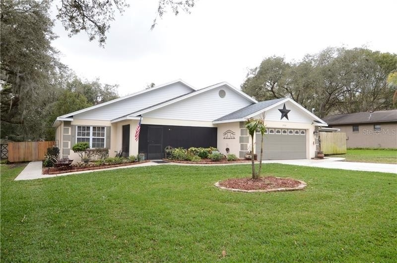 Vivienda unifamiliar por un Venta en Fort King Acres, Zephyrhills, FL 33541