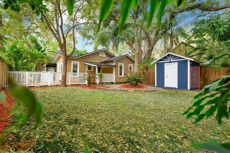 23. Single Family Homes for Sale at Bungalow Park, Orlando, FL 32801