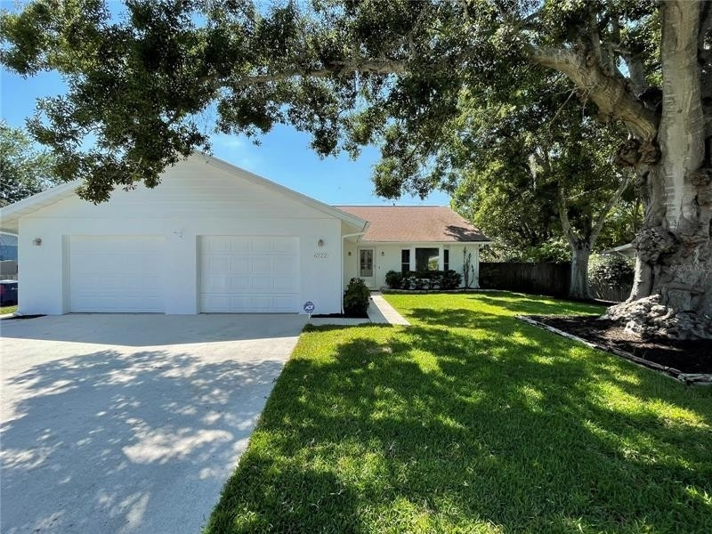 Property в Denham Acres, Sarasota, FL 34231