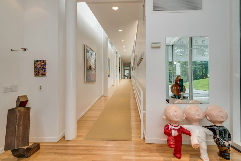 Homes for Art Collectors - 73 Bacon Rd, Old Westbury, NewYork