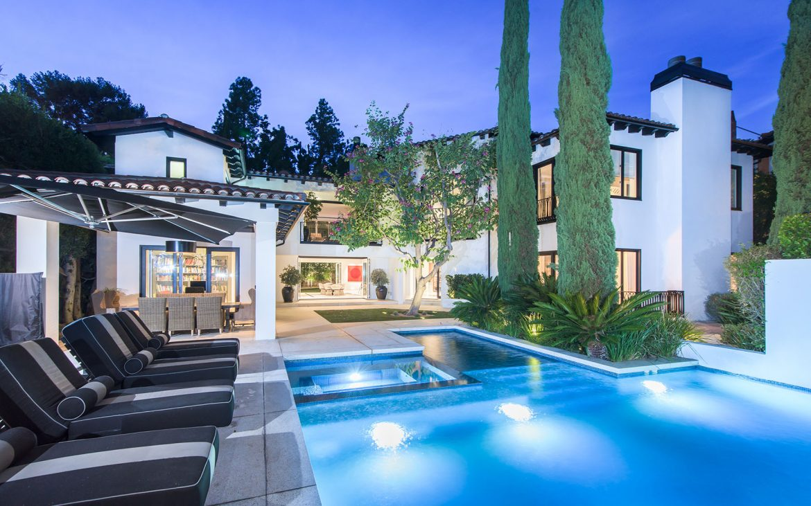 1249 N Doheny Dr On the Market: Homes with Outdoor Entertaining Space