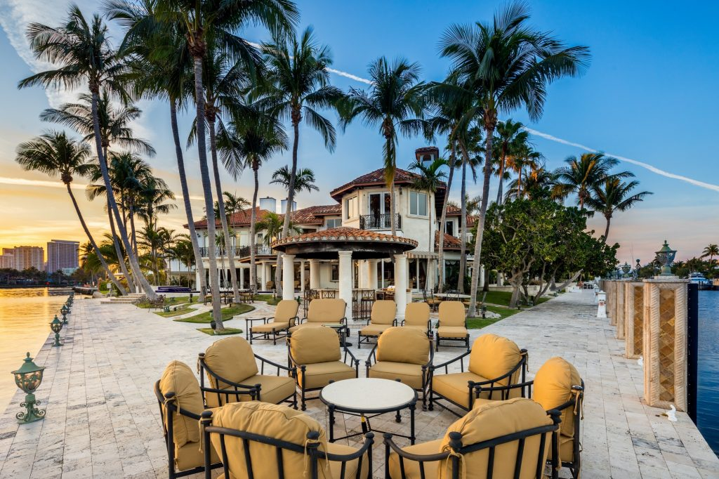 524 Isle Of Capri Drive On the Market: Homes with Outdoor Entertaining Space