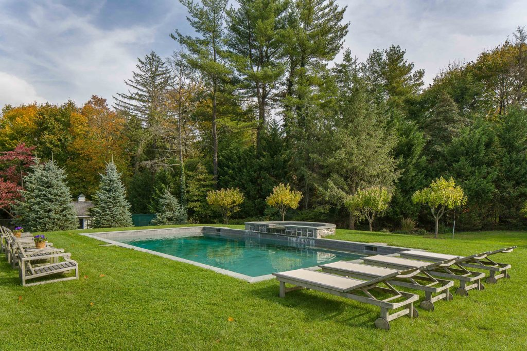 3 Club Road On the Market: Homes with Outdoor Entertaining Space