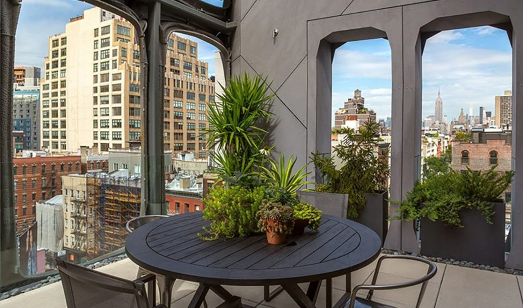 325 W Broadway On the Market: Homes with Outdoor Entertaining Space