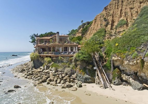 Il Pelicano Malibu cliffside view