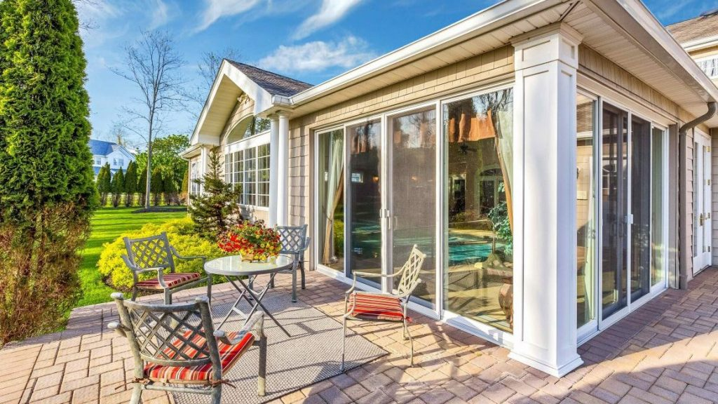 52 Chateau Dr- Manorville NewYork