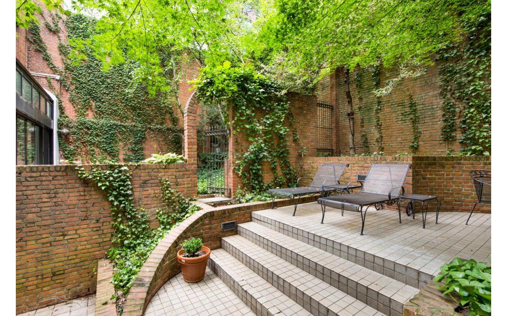 207 East 71st Street garden