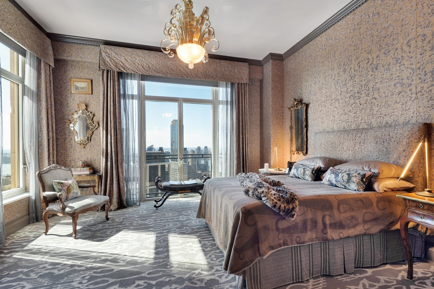 14. Condominiums for Sale at 15 Central Park West, 37A Lincoln Square, New York, NY 10023