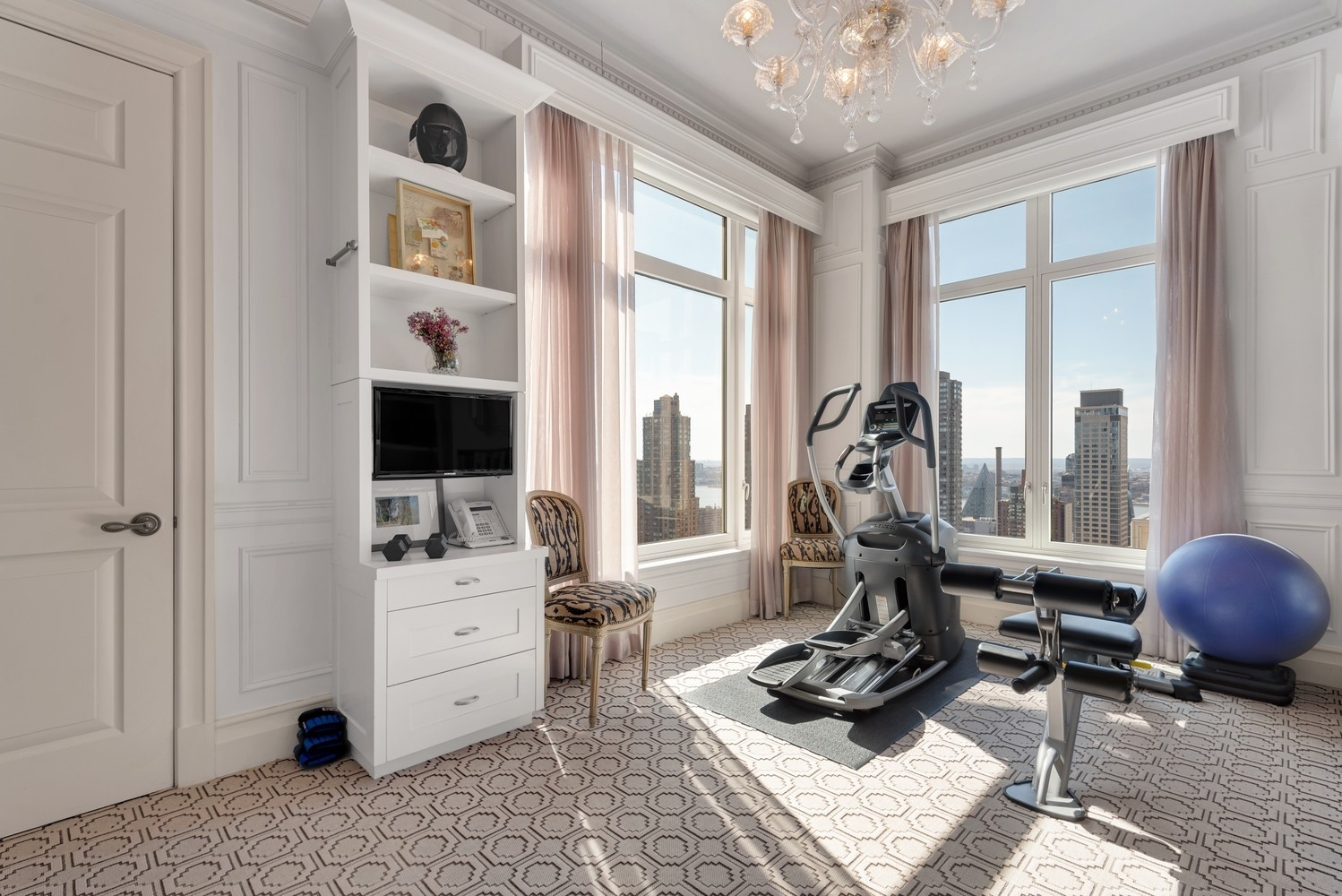 18. Condominiums for Sale at 15 Central Park West, 37A Lincoln Square, New York, NY 10023