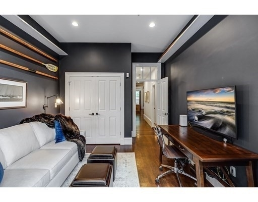 15. Condominiums for Sale at 578 Mass Ave , 2 South End, Boston, MA 02118