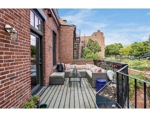 18. Condominiums for Sale at 578 Mass Ave , 2 South End, Boston, MA 02118