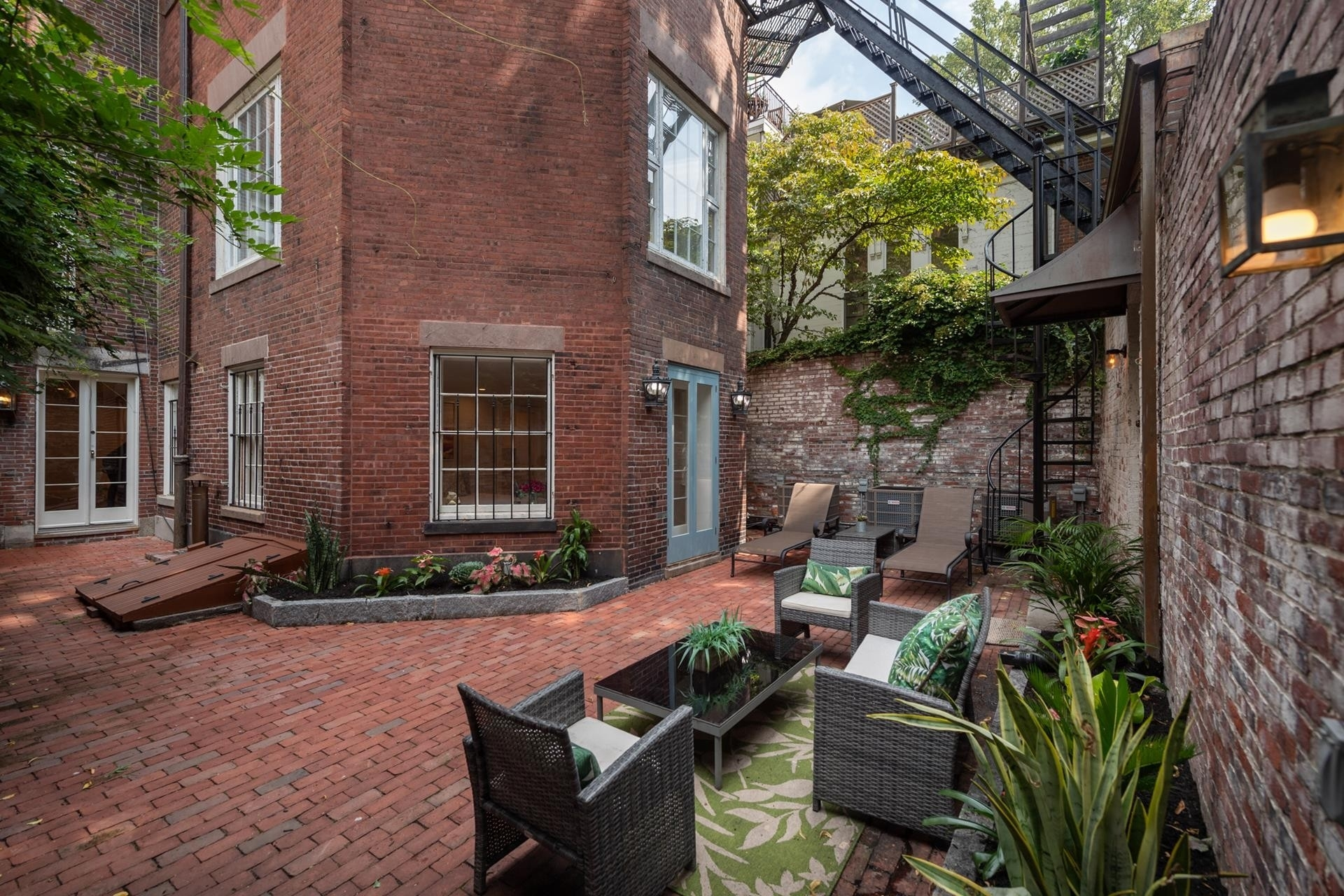 4. Condominiums for Sale at 20 Chestnut Street , 1 Beacon Hill, Boston, MA 02108