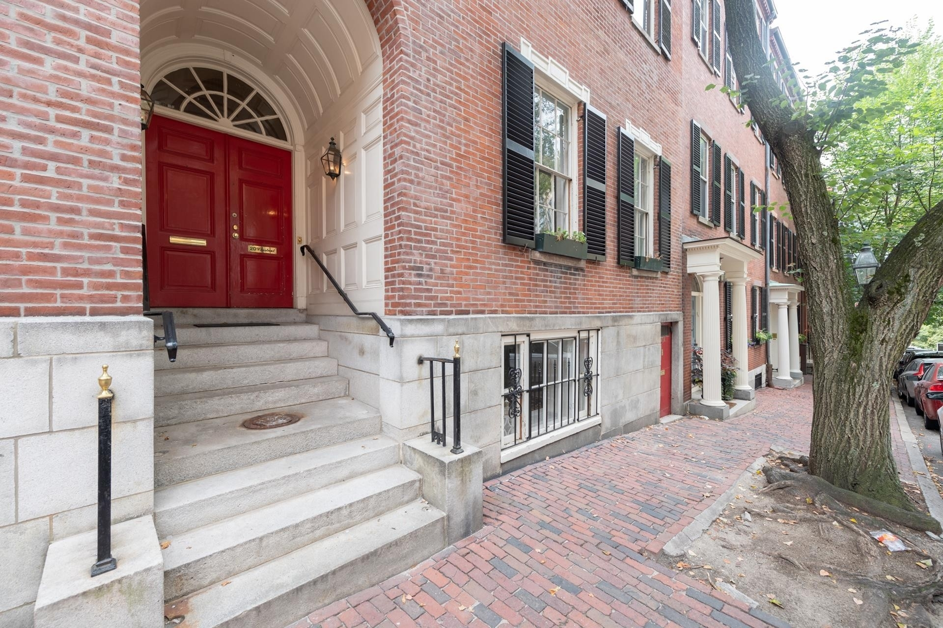 19. Condominiums for Sale at 20 Chestnut Street , 1 Beacon Hill, Boston, MA 02108