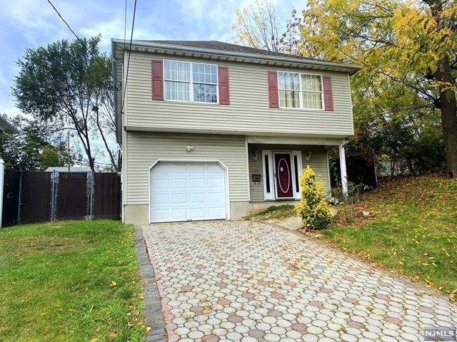 Single Family Home for Sale at Hasbrouch Heights, Hasbrouck Heights, NJ 07604