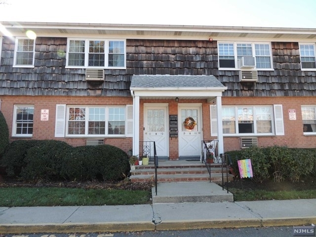 Rentals at 250 Rochelle Ave, B-12 Rochelle Park, NJ 07662