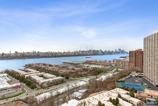 11. Condominiums por un Venta en 320 Adolphus Ave, 1211 Cliffside Park, NJ 07010