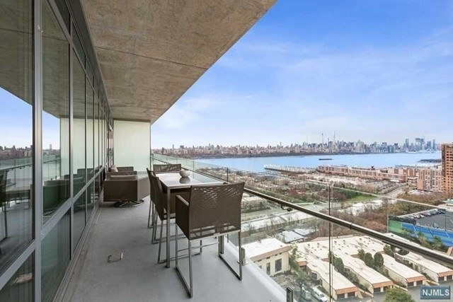 2. Condominiums por un Venta en 320 Adolphus Ave, 1211 Cliffside Park, NJ 07010