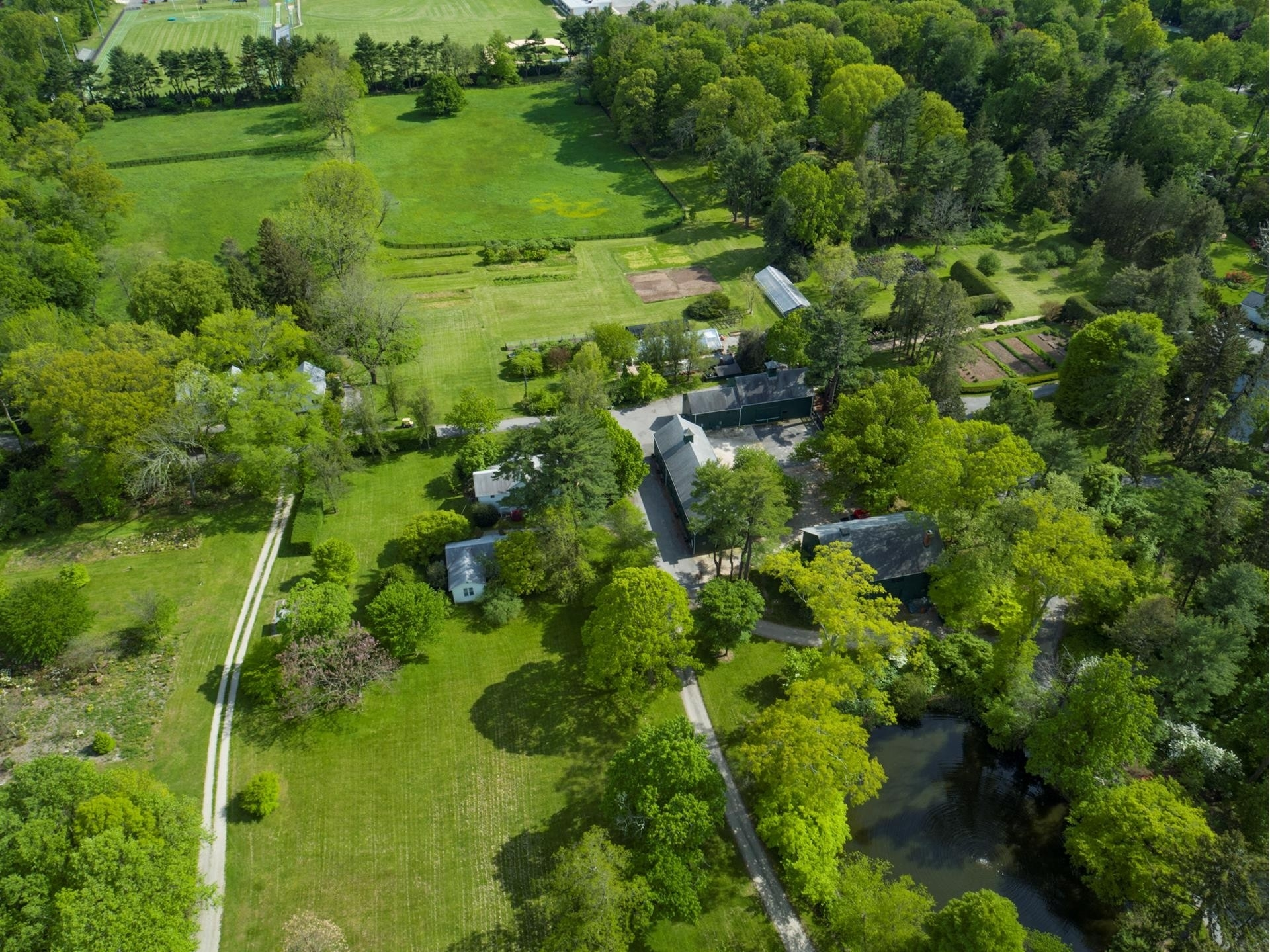 20. Single Family Homes pour l Vente à Old Westbury, NY 11568
