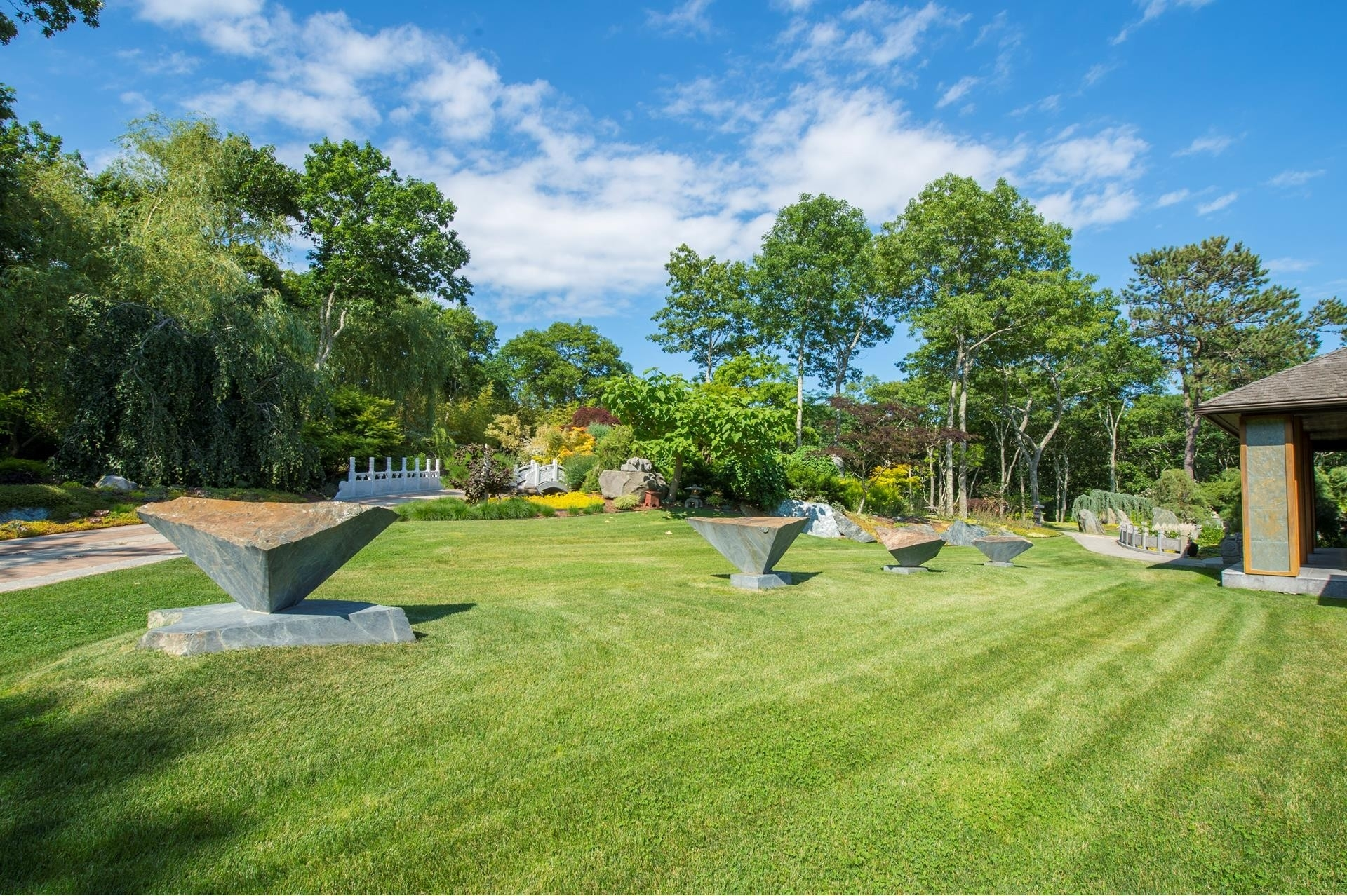 28. Single Family Homes for Sale at Water Mill, NY 11976