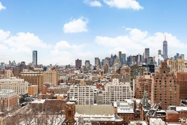 Condominium for Sale at Gramercy Square, 215 East 19th St, TOWERPH Gramercy Park, New York, NY 10003