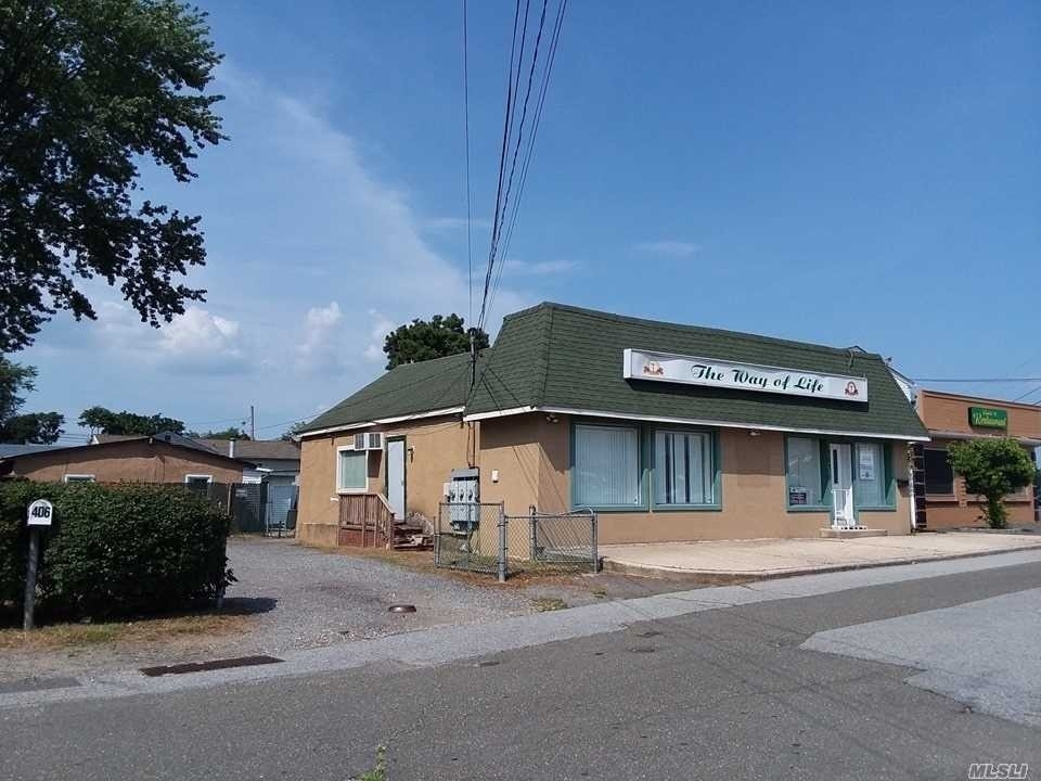 Commercial / Office at Lindenhurst, NY 11757