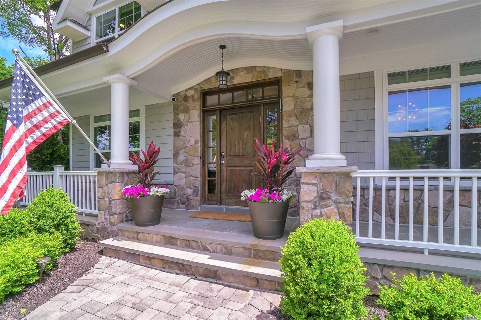 4. Single Family Homes for Sale at East Hills, NY 11577