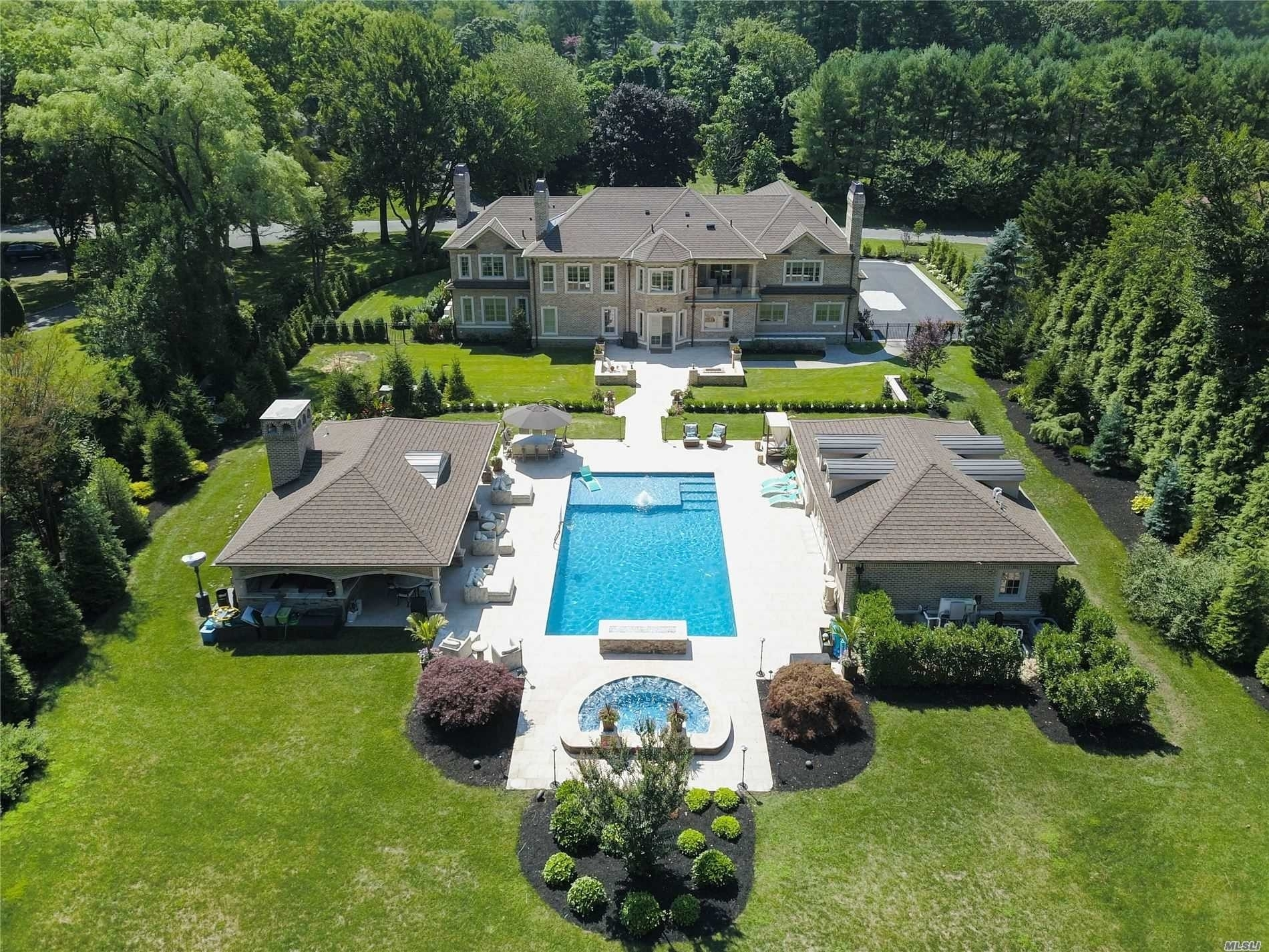 Property 在 Oyster Bay, Muttontown, NY 11545