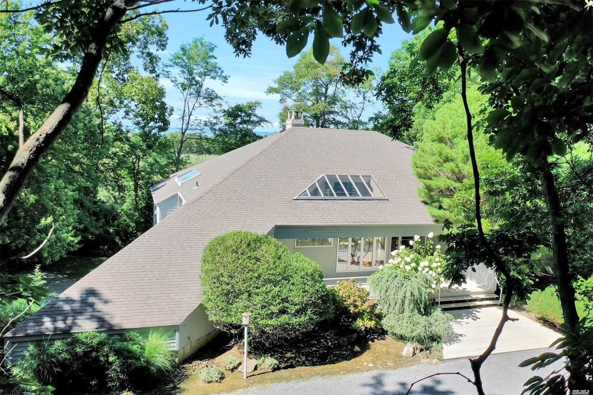 27. Single Family Homes for Sale at Old Field, NY 11733
